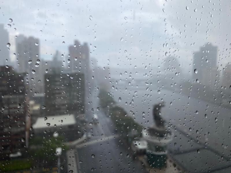 ▲中央氣象局中午發出大雨特報,宜蘭、南投、南部地區包括高雄,有局部大雨發生的機率。(圖/記者朱啟瑜攝)