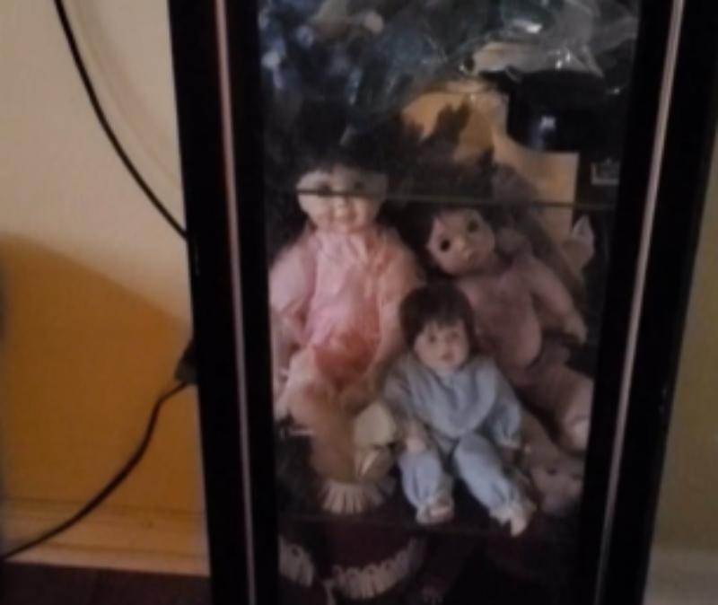 這娃娃怪怪的!男錄影稱家裡鬧鬼 堅信:它自己在地上爬