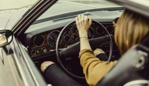 ▲2寶媽要老公買車卻遭拒,兩派人馬戰翻揭1關鍵。(示意圖/翻攝自《pixabay》)
