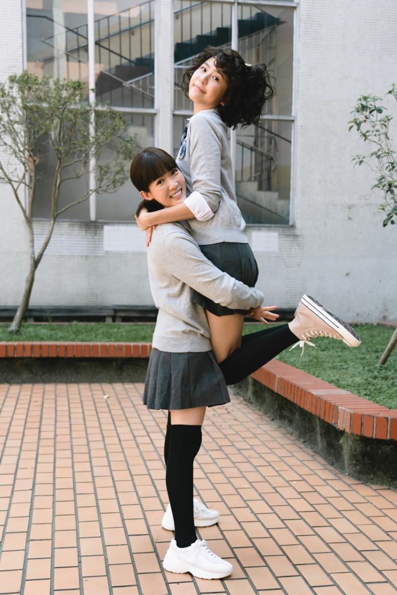 ▲陳璇、孫可芳(左)重回高中時光。(圖