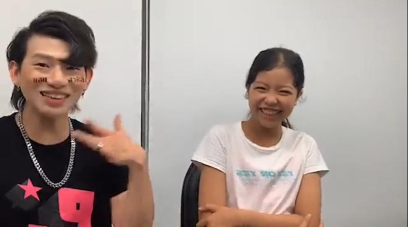 ▲張丞妘(右)和嘻小瓜(左)直播時有說有笑。(圖/嘻小瓜臉書)