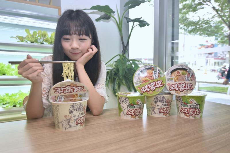 「双響泡」新口味泡麵,有超過8成網友覺得好吃,麵條Q彈及湯頭濃郁更是消費者喜愛的原因。(圖/NOWnews)