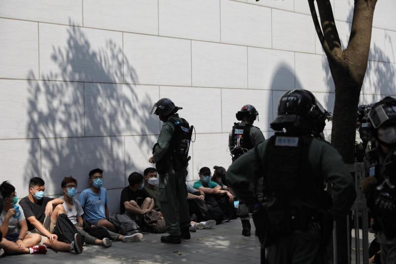 ▲攝於2019年11月17日,香港理工大學警民對峙現場,防暴警察出動水炮車。(攝影/陳朗熹)