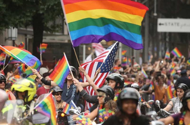 中國官媒推特稱逐漸接受LGBT 網友淚回:沒違法就不錯了