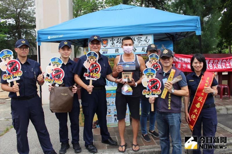 北港警分局帶頭挽袖捐熱血 大雨澆不熄民眾熱情