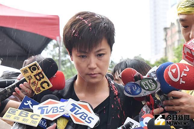 香港歌手何韻詩來台參加反送中活動遭潑紅漆