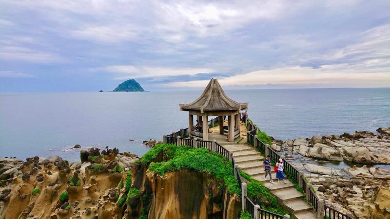 ▲和平島公園可見基隆嶼和山海相連美麗景致,盡攬東北角風光(圖/基隆市政府提供)