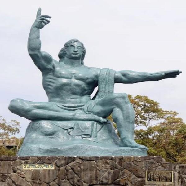 ▲網友@mi_keita回覆很像長崎的和平雕像(圖/twitter@mi_keita)