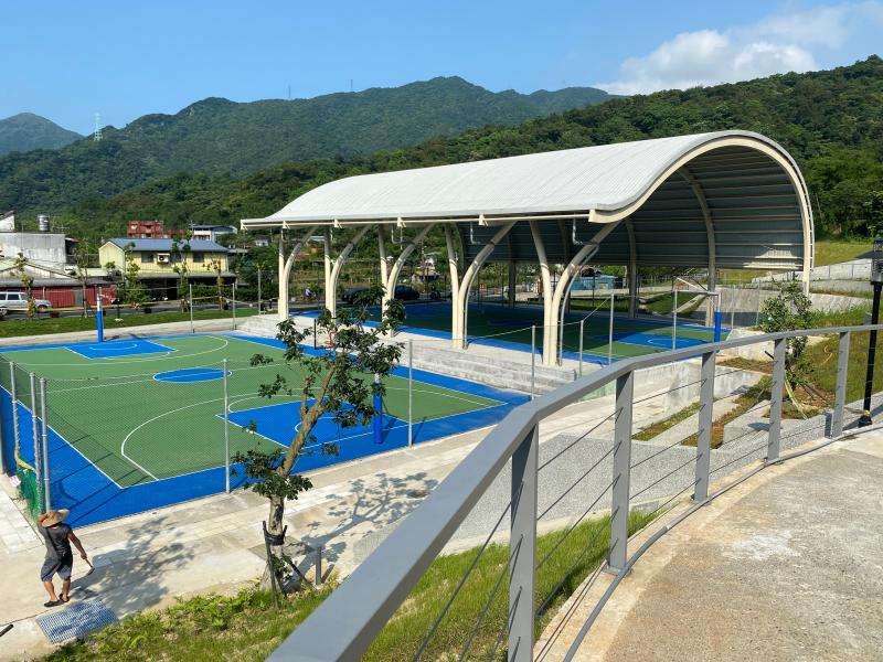 ▲瑞芳運動公園啟用,大冠鳩造型室外籃球場。(圖/新北市體育處提供提供)
