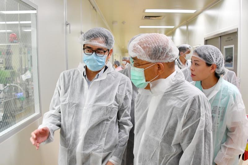 蘇貞昌陳其邁參訪國光生技
