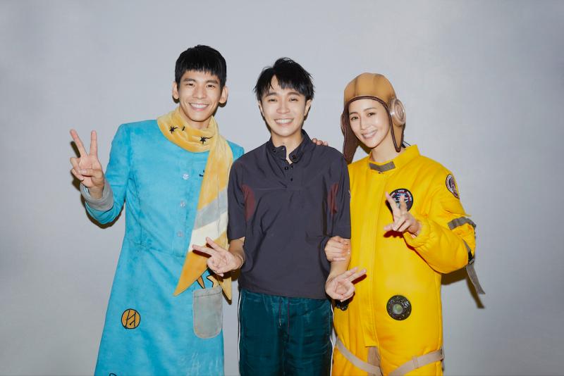 ▲吳青峰(中)的MV找來張鈞甯(右)、林柏宏演出。(圖/環球音樂提供)
