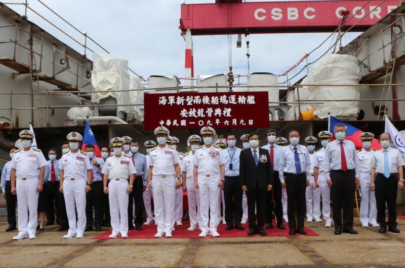 ▲台灣國際造船公司建造海軍新型兩棲船塢運輸艦,舉行安放龍骨儀式。(圖/記者黃守作攝,2020.06.09)