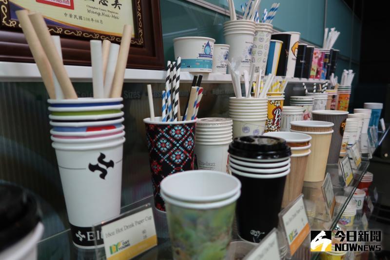 ▲文賀公司製造和銷售紙杯、冰淇淋杯、湯杯、冷飲杯、咖啡杯、爆米花桶、紙吸管和紙餐盒等各式環保紙容器產品。(圖/記者陳雅芳攝,2020.06.09)