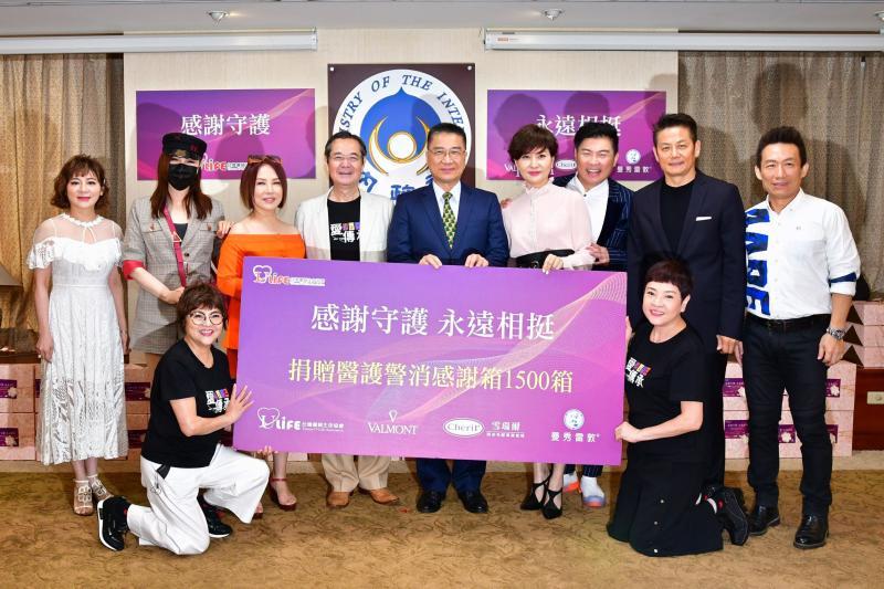 ▲方芳芳正式接任台灣優質生命協會理事長,眾星出席力挺。(圖/台灣優質生命協會提供)
