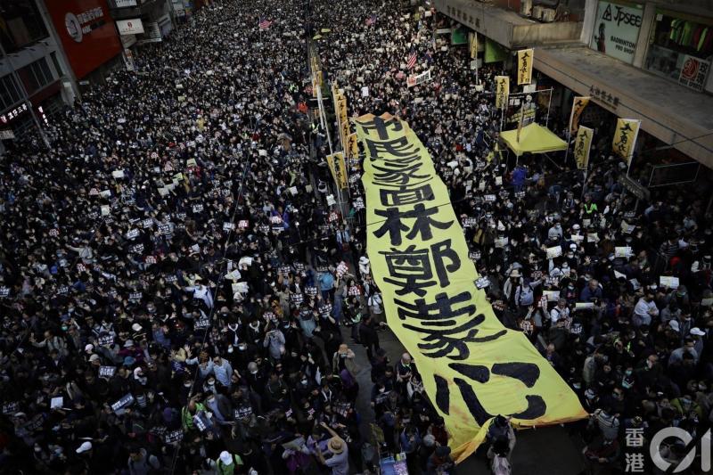 ▲2019 年 6 月 9 日,民陣發起遊行抗議逃犯條例修訂草案,估計逾百萬人參與。(圖/翻攝自《香港 01 》)