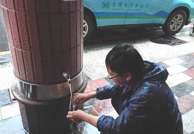 ▲台灣自來水公司第七區管理處加強配水水質檢測,以確保供水水質穩定及安全。(圖/記者黃守作攝)