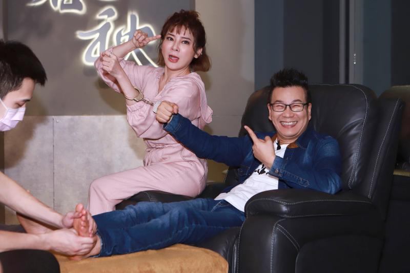 ▲沈玉琳(右)和王彩樺(左)的一搭一唱笑翻全場。(圖/民視提供)