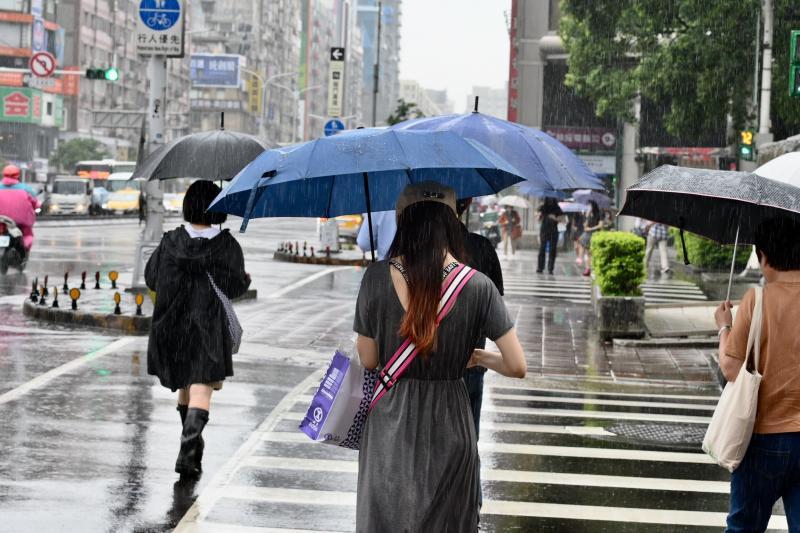 今年第2號颱風「鸚鵡」最快在週五生成。