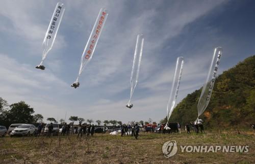 ▲韓國脫北者團體向朝鮮投放的宣傳氣球。(圖/翻攝自《韓聯社》)