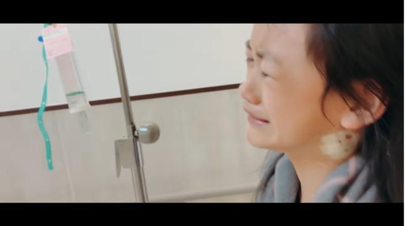 ▲小露剛開始面對疾病時崩潰大哭。(圖/凱莉哥Youtube