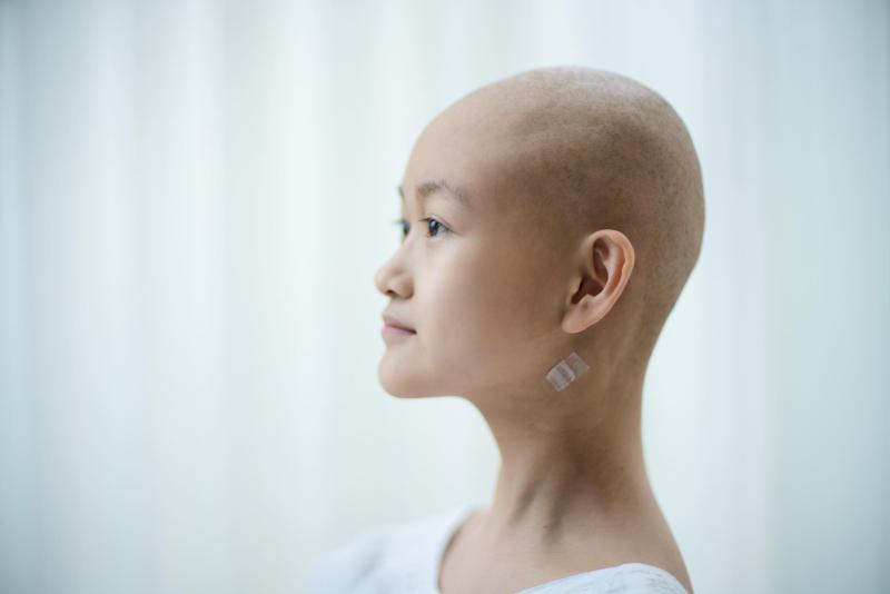 11歲小露罹癌「兩手背戳滿針孔」 崩潰喊:為什麼是我