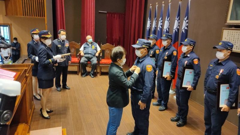 中市府慶祝警察節 市長盧秀燕頒發警察獎章共十二人
