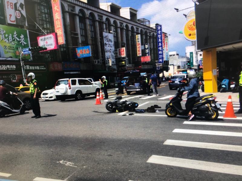 機車撞上南警<b>巡邏車</b> 騎士重傷送醫