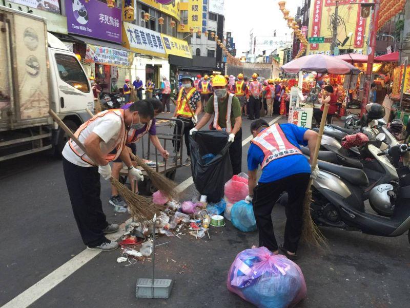 大甲媽祖遶境展開 3千名人力掃街清潔
