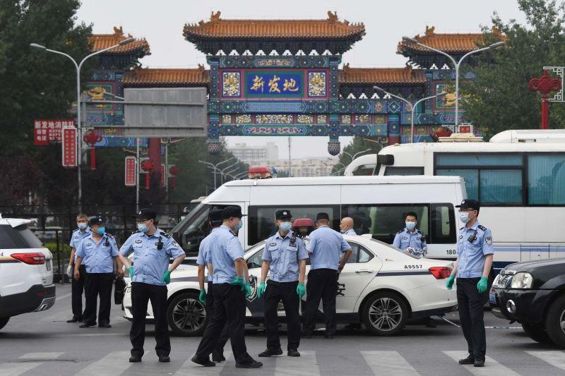 北京進入「非常時期」!疫情爆發封市 連夜運蔬菜進京