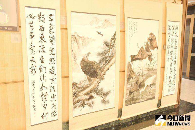 ▲文開詩社以自己的詩自己書寫作為展出特色,展出書法作品約有45件,畫作約有3件,展期至7月12日。(圖/記者陳雅芳攝,2020.06.14)