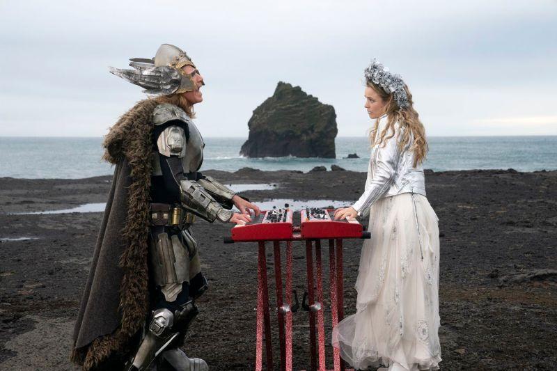 ▲▼威爾法洛和瑞秋麥亞當斯,在電影中組成樂團「火焰傳說」。(圖/Netflix)