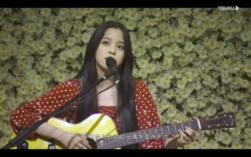 ▲歐陽娜娜舉辦生日音樂會,首唱新歌《The Best For You》。(圖/翻攝優酷)