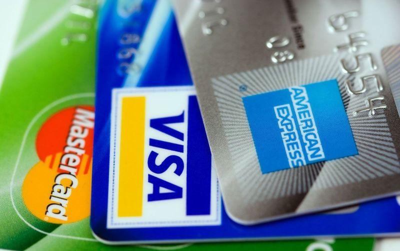 ▲一名男網友在《 Dcard 》表示,前陣子搶購即將開賣的 Switch ,刷了許久未使用的金融卡竟然刷過了,發現原來是母親固定每月都匯 3000 元過來,為此感到鼻酸;豈料,真相曝光之後卻讓他又氣又好笑。(示意圖/翻攝自 Pixabay )