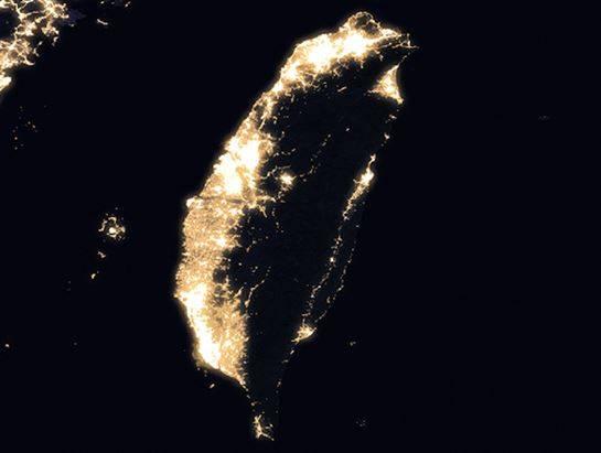 ▲台灣的光點分佈。(圖/翻攝自 NASA Goddard )