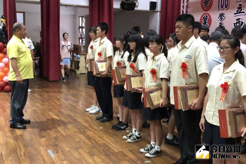 ▲西螺福興宮頒發「太平媽祖獎」。(圖/記者洪佳伶攝,2020.06.15)