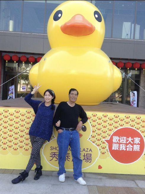 ▲陳韻喬(左)和爸爸感情要好。(圖/猿聲提供)