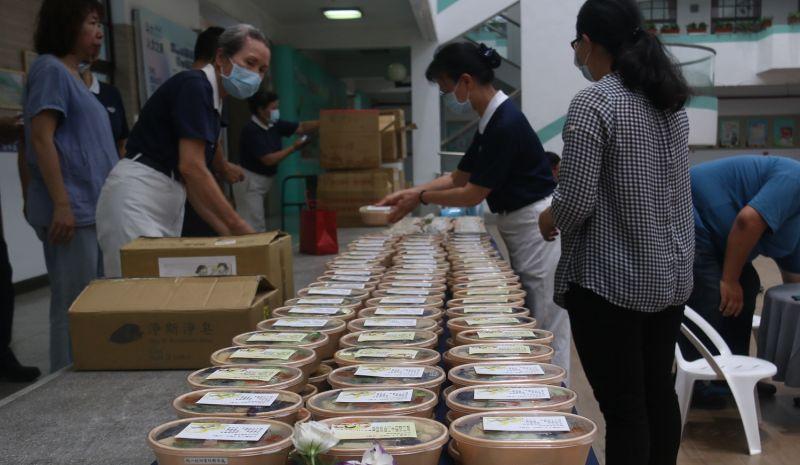 ▲慈濟透過蔬食實際行動感謝防疫人員的付出,並倡導疫後新生活。(圖/記者蘇榮泉攝,2020.06.15)