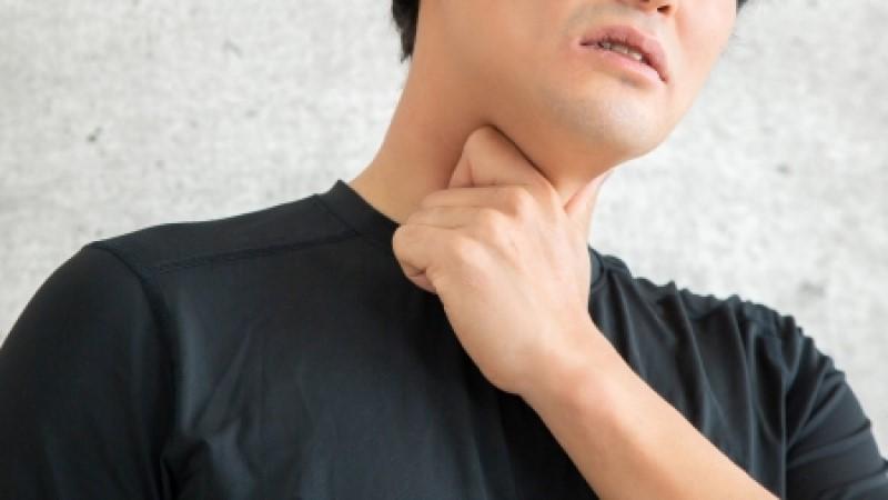 男咳嗽發燒以為罹癌!醫從肺裡夾出「一物」 家屬尷尬了