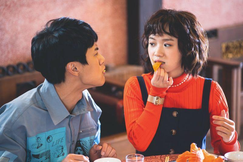 ▲李冠毅(左)、嚴正嵐主演《老姑婆的古董老菜單》。(圖
