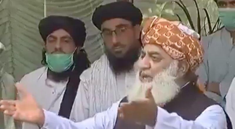 ▲伊斯蘭宗教領袖雷曼( Fazal-ur-Rehman )近日提出「防疫絕招」,竟是鼓勵民眾睡覺防疫。(圖/翻攝自推特)