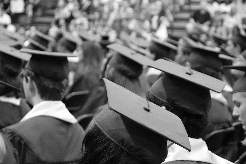 「高學歷or好家境」如何選擇?答案一面倒:人生勝利組啊