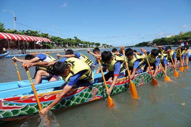 ▲許多參賽隊伍都抓緊時間,紛紛輪番下水練習。(圖/記者葉靜美攝,2020.06.16)