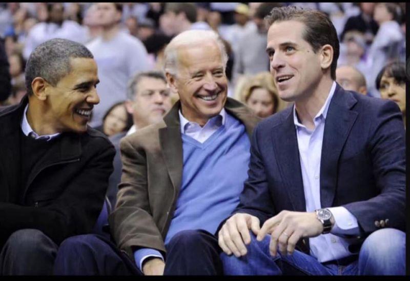 ▲杭特(右)是美國民主黨總統參選人拜登(中)的二兒子。(圖/翻攝自謝國樑臉書)