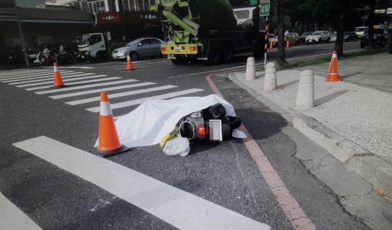 ▲大車內輪差的視線死角,常釀成車禍事故。(圖/記者陳聖璋翻攝)