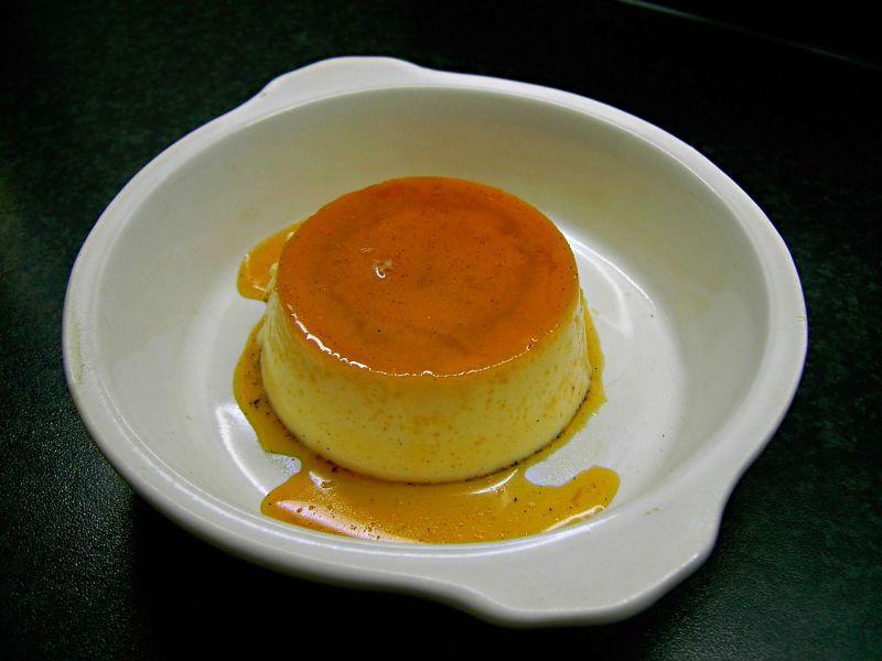 布丁怎麼吃最美味?學生妹揭6主流吃法:焦糖本體一口吞