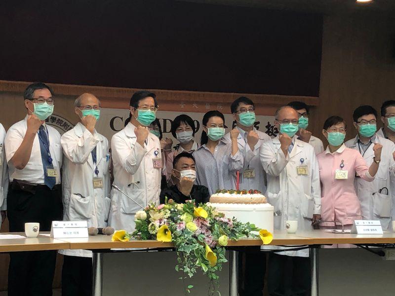 張上淳 ▲台大醫院召開新冠肺炎重症案例出院慶生記者會。(圖/記者劉雅文拍攝109.6.18)