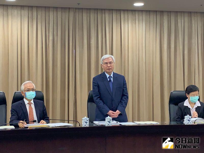 ▲中央銀行總裁楊金龍說明近來新台幣太強的原因。(圖/記者顏真真攝)