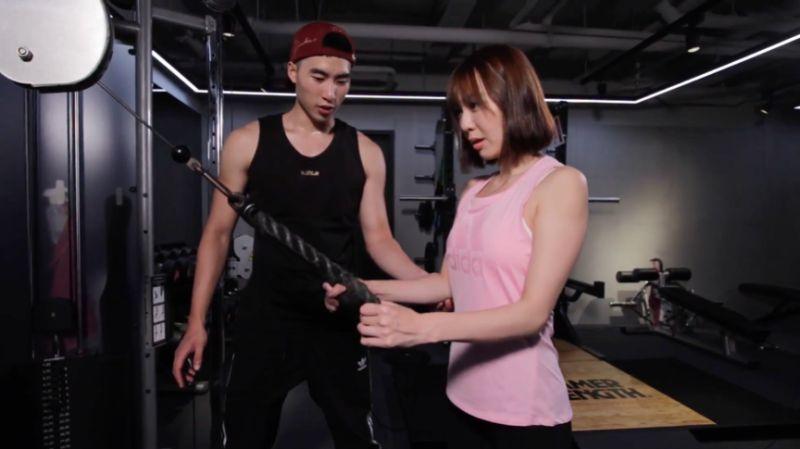 ▲想瘦腰直觀的印象就動動腰、想要消除手臂上的蝴蝶袖就是甩甩手,但男生與女生的運動方法其實大不相同,運動後的醣類及蛋白質攝取有助於蛋白質的合成與肌肉的代謝。(圖/NOWnews)