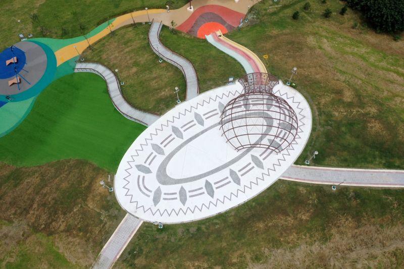 ▲北臺灣第1座結合文化探索與環境地貌的兒童共融遊戲場,「八里區十三行文化公園」已於7日正式啟用。(圖/新北市景觀處提供)