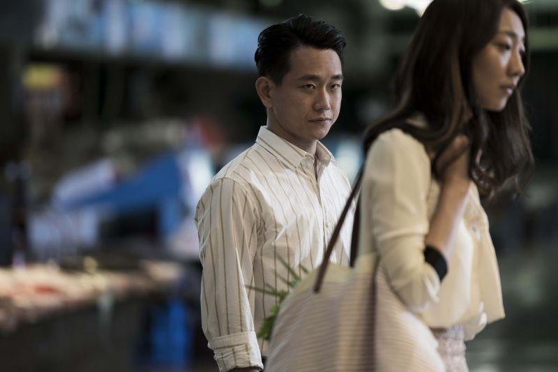 ▲陳家逵(左)飾演律師。(圖/原創娛樂)